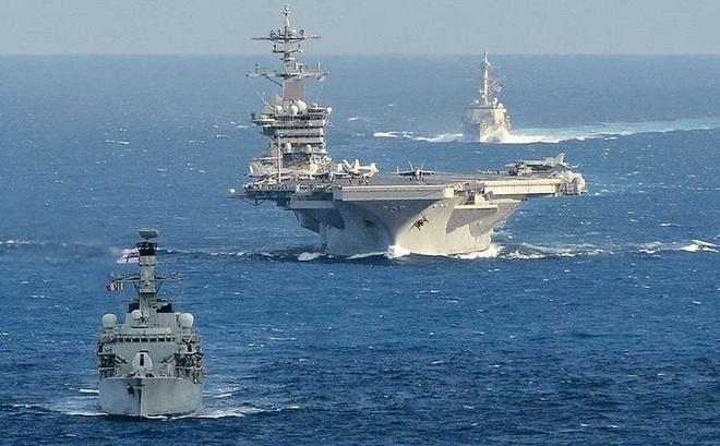 """Các thủy thủ trên tàu sân bay Mỹ """"không đáng phải chết"""" vì Covid-19"""