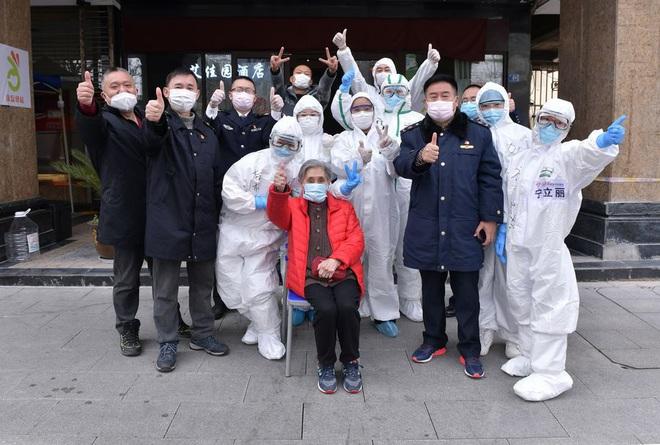 COVID-19: Ông Putin điều vận tải cơ chở vật tư y tế giúp Mỹ; TQ xác nhận mới 130 ca bệnh không có triệu chứng - Ảnh 1.