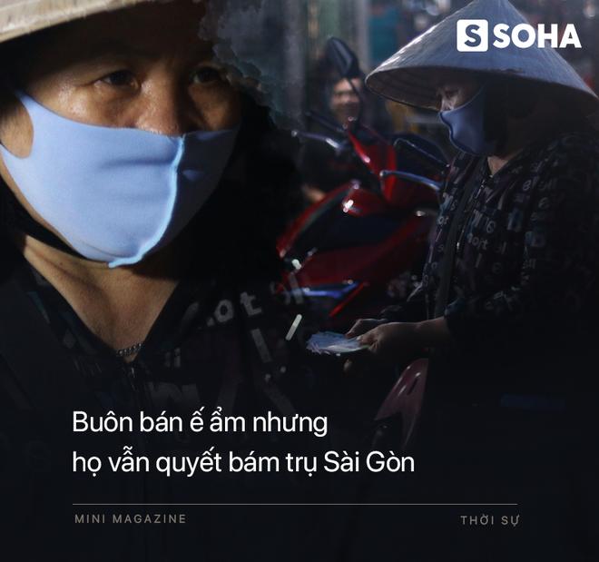 Bô lão vé số mùa Covid-19: Ba má ở Sài Gòn tiền lớn không có, chứ cơm rau người ta cho có thể sống qua ngày - Ảnh 6.