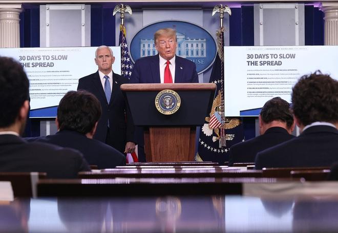 New York ghi nhận hơn 41.000 ca dương tính, TT Trump thay đổi phát ngôn về dịch Covid-19 - Ảnh 1.
