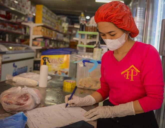 Cảnh mua bán đặc biệt tại thôn Hạ Lôi, nơi có 4 người mắc COVID-19 - Ảnh 9.
