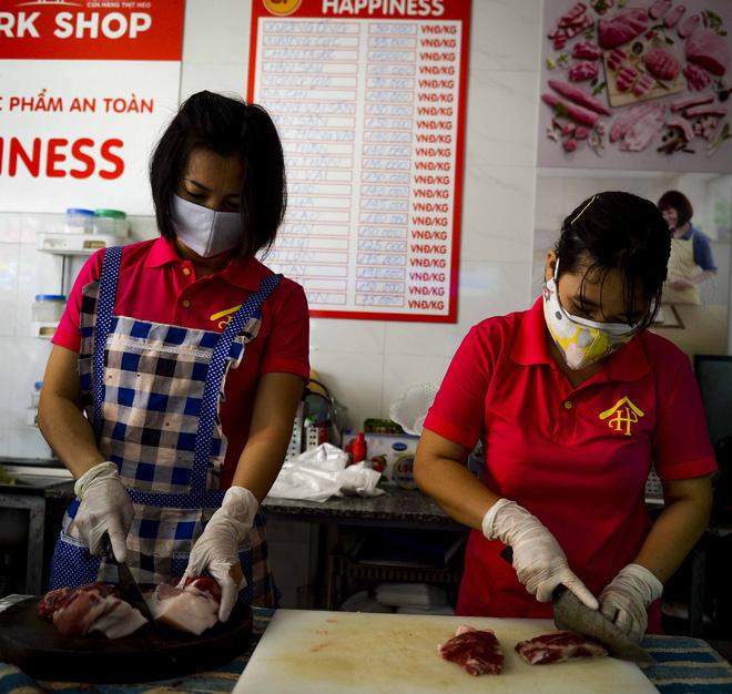 Cảnh mua bán đặc biệt tại thôn Hạ Lôi, nơi có 4 người mắc COVID-19 - Ảnh 10.