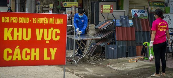 Cảnh mua bán đặc biệt tại thôn Hạ Lôi, nơi có 4 người mắc COVID-19 - Ảnh 2.