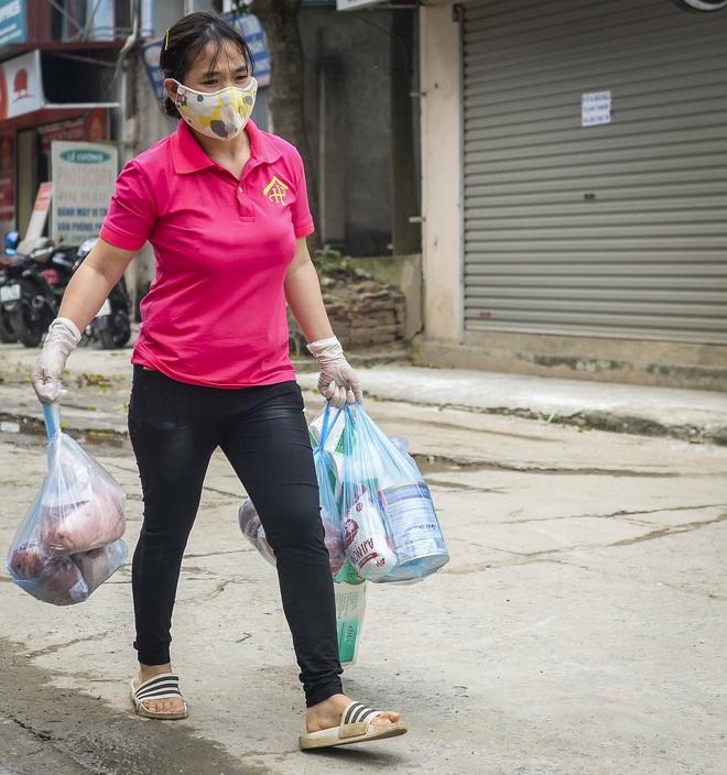 Cảnh mua bán đặc biệt tại thôn Hạ Lôi, nơi có 4 người mắc COVID-19 - Ảnh 3.