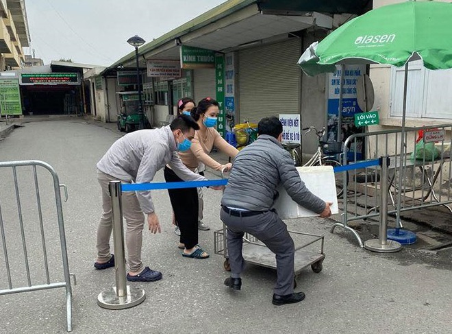 Giải cứu trái cây, cô chủ xinh đẹp làm 10.000 chai nước ép gửi các y bác sỹ chống dịch Covid - Ảnh 4.