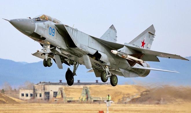 MiG-31 Nga không chiến F-22 Mỹ: Kẻ nào bắn tan xác đối thủ? - Ảnh 3.