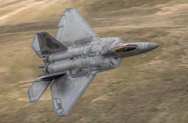 MiG-31 Nga không chiến F-22 Mỹ: Kẻ nào bắn tan xác đối thủ? - Ảnh 1.