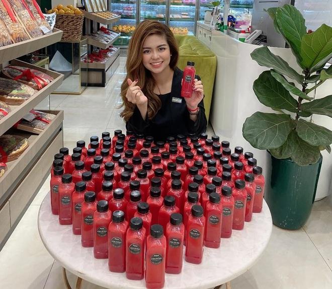 Giải cứu trái cây, cô chủ xinh đẹp làm 10.000 chai nước ép gửi các y bác sỹ chống dịch Covid - Ảnh 6.