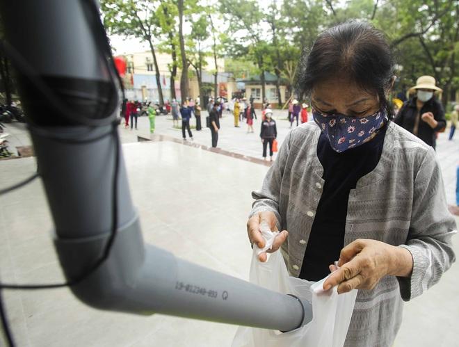 Hà Nội lần đầu tiên xuất hiện máy ATM gạo miễn phí cho người nghèo - Ảnh 4.