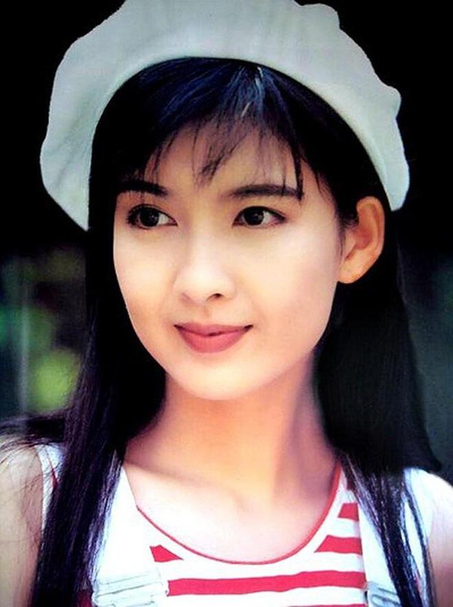 Ngọc nữ số 1 Hong Kong quyết không sinh con để giữ dáng gợi cảm, vẫn bị chồng phản bội 8 lần - Ảnh 2.