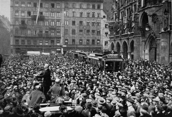 6 lần thoát khỏi lưỡi hái tử thần của Hitler: Vì sao sau lần chết hụt cuối cùng trùm phát xít bỗng biến mất cho đến khi tự sát? - Ảnh 1.