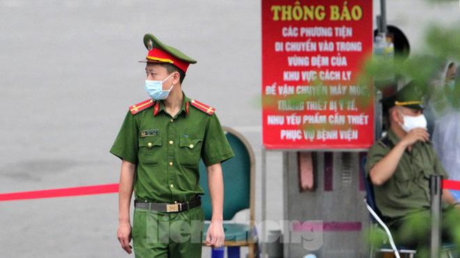 Bệnh viện Bạch Mai ra sao trước giờ gỡ bỏ lệnh cách ly? Diễn biến mới nhất về sức khỏe của 4 ca mắc COVID-19 nặng ở Việt Nam - Ảnh 2.