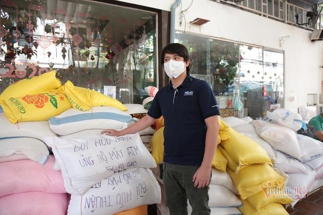 Thực hư thông tin qua chốt kiểm dịch ở Hà Nội bị thu 100 nghìn/ô tô; Vác mã tấu đuổi đánh đoàn phòng chống dịch COVID-19, chủ quán cà phê bị tạm giữ - Ảnh 1.