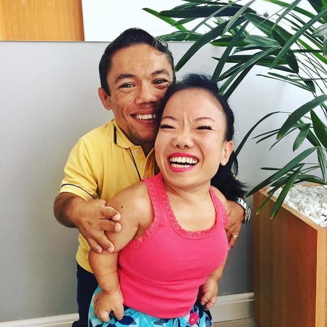 Cặp đôi nhỏ bé nhất thế giới cao chưa đầy 1m: Quen biết trên mạng, chàng bị nàng block vì nhạt nhẽo nhưng cuối cùng cũng nên duyên chồng vợ - Ảnh 5.