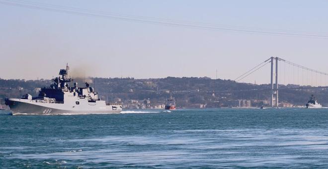 NÓNG: 2 tàu chiến mang tên lửa Kalibr hiện đại nhất của Nga bị phong tỏa - Ngay lập tức - Ảnh 1.