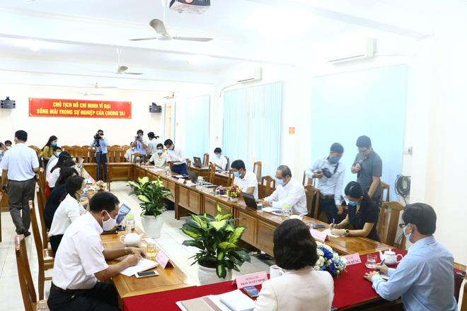 Bình Phước công bố quyết định đình chỉ công tác Phó Chủ tịch HĐND huyện lăng mạ tổ kiểm dịch Covid-19 - Ảnh 1.