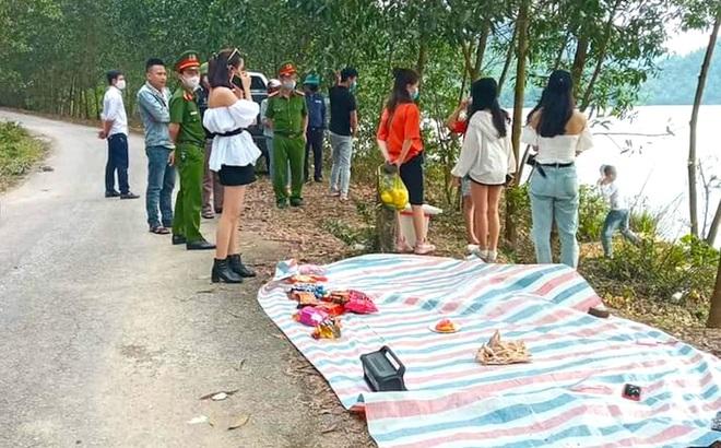 Bắt quả tang 9 nam nữ tụ tập ăn uống dã ngoại bên bờ hồ trong thời gian cách ly xã hội