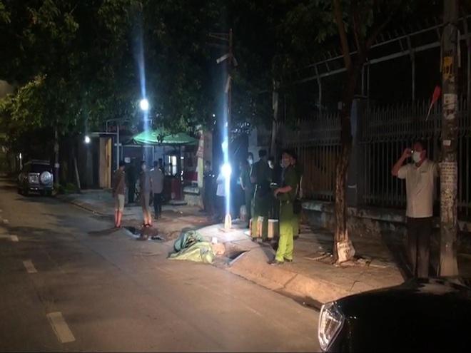 Truy tìm người đi xe máy chở bao tải chứa thi thể ở Sài Gòn - Ảnh 1.