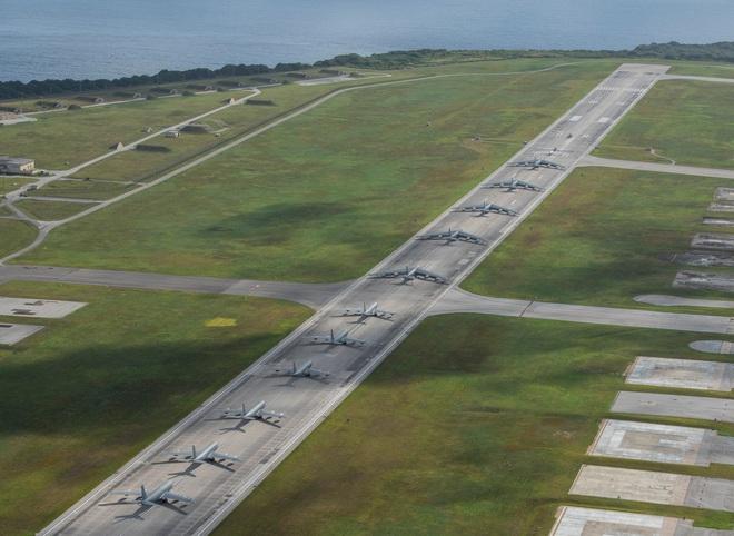 Hàng loạt tàu sân bay bị tấn công và phong tỏa, Không quân Mỹ được dịp lấy lại uy phong - Ảnh 2.
