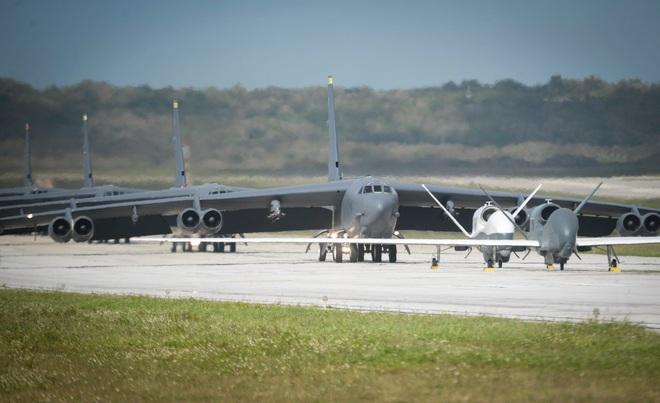 Hàng loạt tàu sân bay bị tấn công và phong tỏa, Không quân Mỹ được dịp lấy lại uy phong - Ảnh 3.