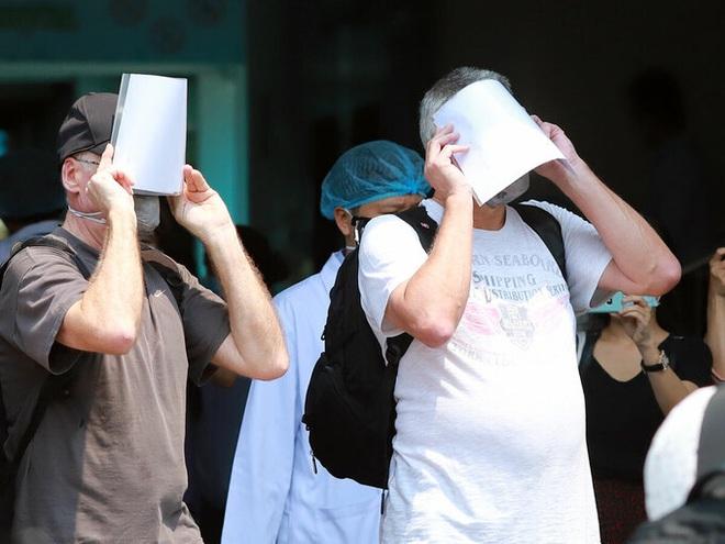 Dịch Covid-19 ngày 15/4: Thêm 1 ca bệnh ở ổ dịch Hạ Lôi, Mê Linh; Rà soát hơn 300 người liên quan BN 262 là công nhân Công ty Samsung - Ảnh 1.