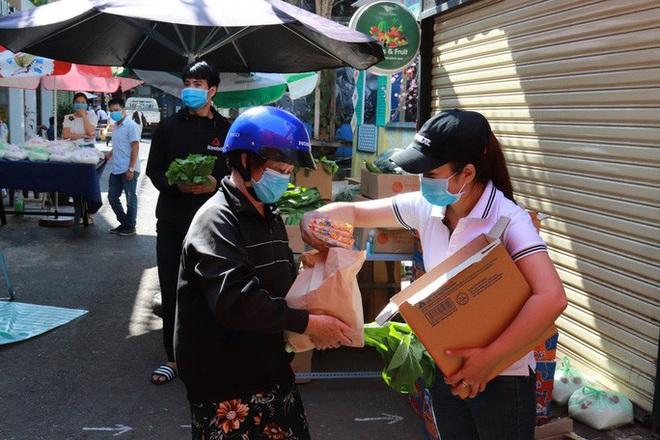 Đắk Lắk: ATM gạo có thêm rau, trứng và mì  - Ảnh 1.