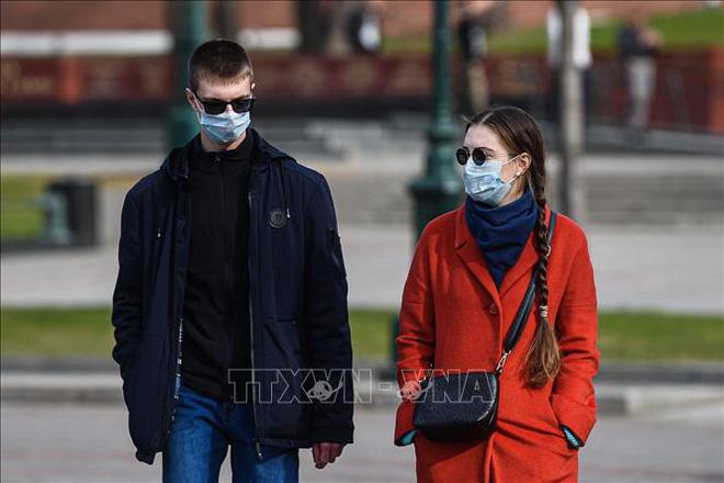 COVID-19: Đức có số ca tử vong mới kỷ lục; hình ảnh người Việt phát khẩu trang miễn phí ở Moskva lên báo Nga - Ảnh 1.