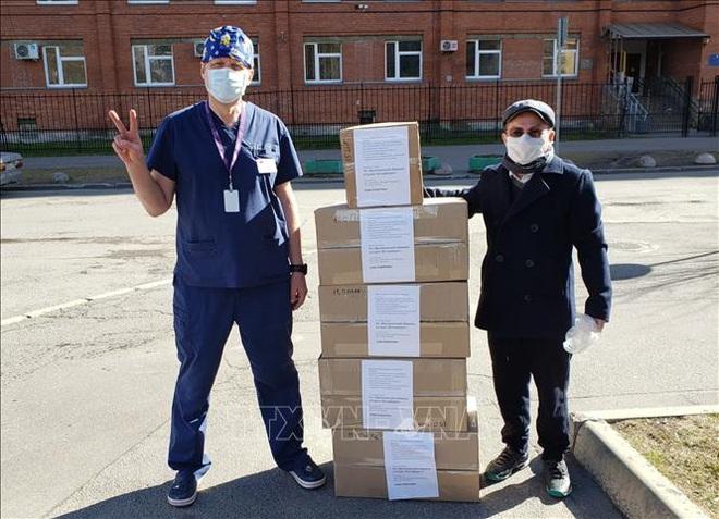 COVID-19: Ngoại trưởng Đức ủng hộ WHO; hình ảnh người Việt phát khẩu trang miễn phí ở Moskva lên báo Nga - Ảnh 1.