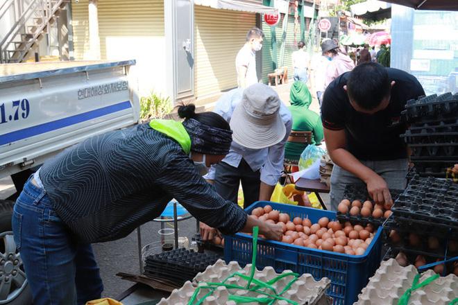 Đắk Lắk: ATM gạo có thêm rau, trứng và mì  - Ảnh 5.