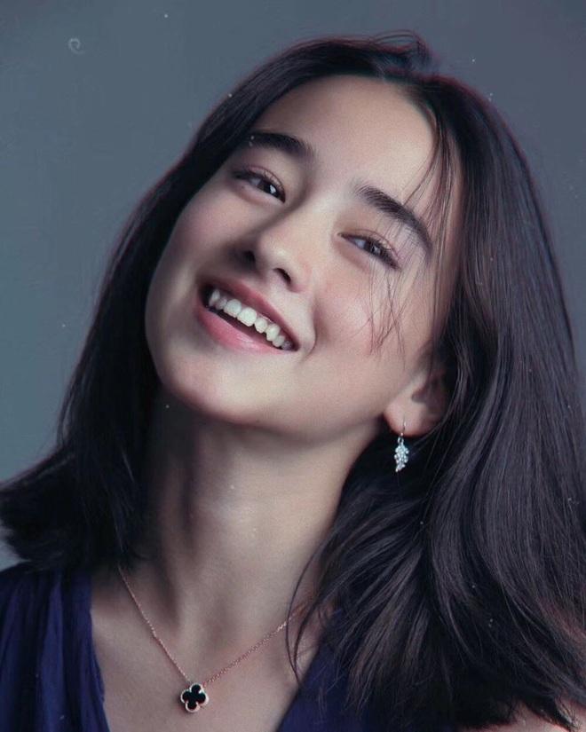 Mỹ nhân lai 16 tuổi phim Chân Tử Đan: Xinh đẹp hút hồn, bị đánh bầm dập trên phim trường - Ảnh 5.