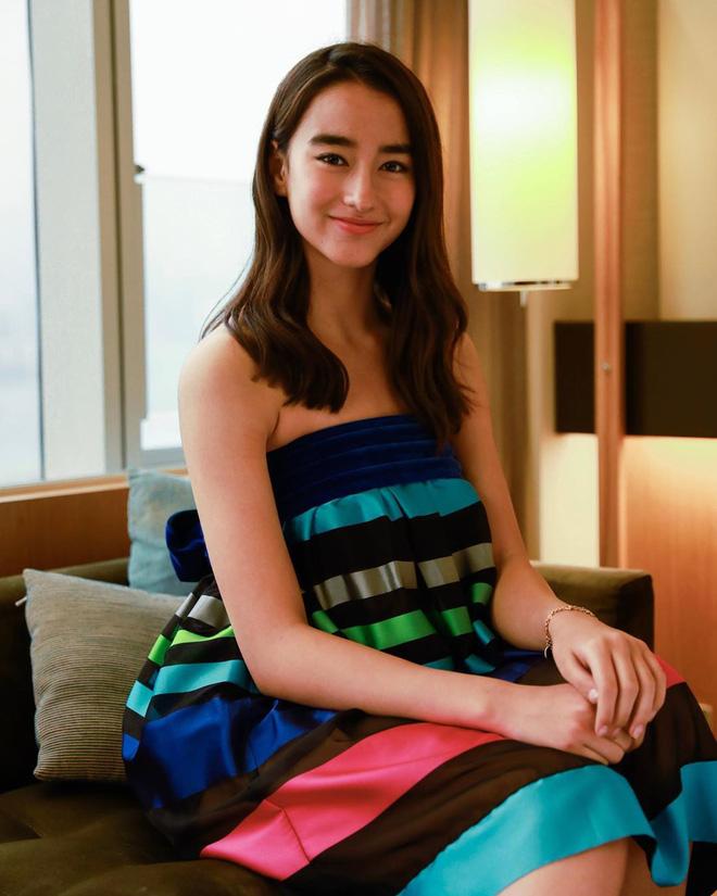 Mỹ nhân lai 16 tuổi phim Chân Tử Đan: Xinh đẹp hút hồn, bị đánh bầm dập trên phim trường - Ảnh 12.