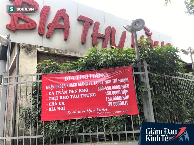 Sau cú sốc kép, quán nhậu nổi tiếng Hà Thành hé cửa bán bia cho khách mang về nhà - Ảnh 2.