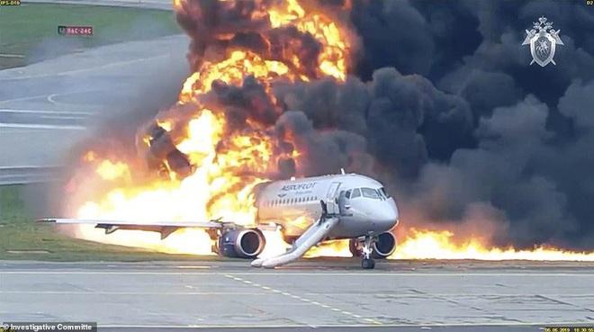 Máy bay bị sét đánh, Nga buộc tội cơ trưởng gây ra lửa hoả ngục - Ảnh 1.