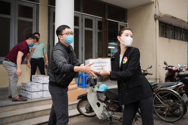 Á hậu Huyền My góp phần quà trị giá 300 triệu chống dịch Covid-19 - Ảnh 5.
