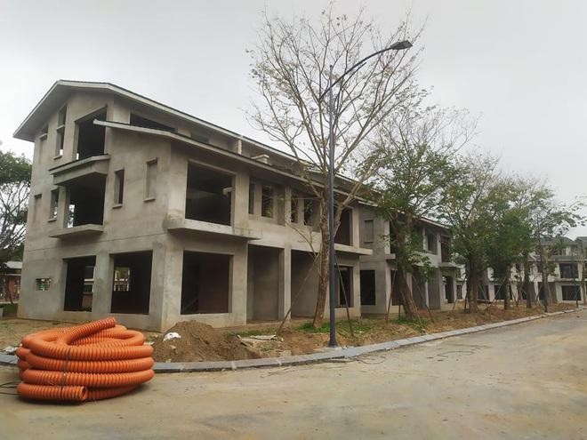 Hưng Yên: Hàng trăm biệt thự không phép mọc trên đất dự án nhà máy gạch - Ảnh 1.