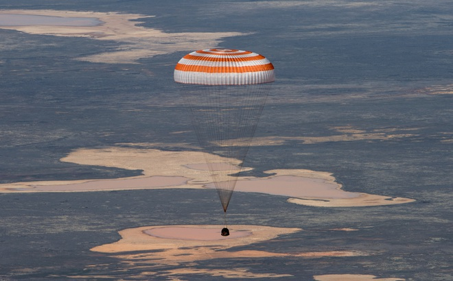 Khoảnh khắc 3 phi hành gia về Trái Đất an toàn giữa đại dịch Covid-19
