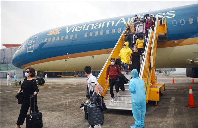 Vì sao giá vé máy bay bất ngờ tăng cao? - Ảnh 2.