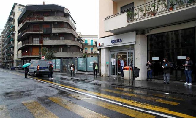 Mafia Italy trỗi dậy bằng chiến lược mềm thời phong toả  - Ảnh 1.