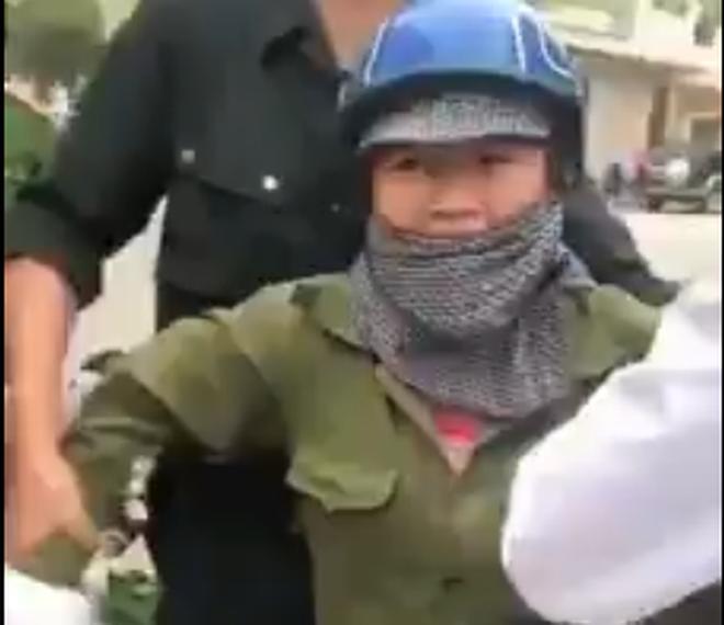 Phó Chủ tịch phường ở Quảng Ninh: Mất bình tĩnh nên có lời nói không chuẩn mực với chị bán rau - Ảnh 1.