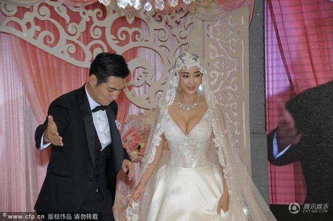 Triển Chiêu được yêu thích nhất màn ảnh: Sự nghiệp tuột dốc nhưng hôn nhân viên mãn hiếm có - Ảnh 8.