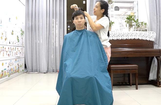 Chia sẻ hài hước của Quốc Nghiệp khi được vợ tự tay cắt tóc ngay tại nhà - Ảnh 10.