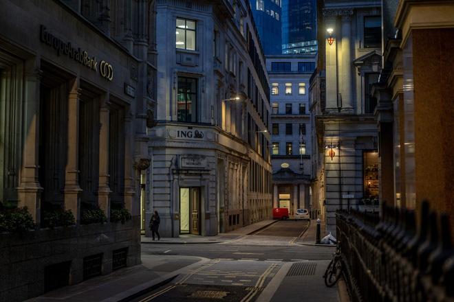 Chùm ảnh cảnh tượng vắng lặng đêm ngày vì Covid-19 trên khắp thế giới, những thành phố không ngủ nay phải ngủ rồi, đứng yên chờ ngày bừng sáng - Ảnh 2.