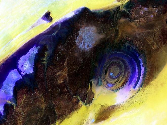 Đẹp độc lạ: Chiêm ngưỡng con mắt của Sahara- điều bí ẩn khiến các nhà khoa học mất ăn mất ngủ - Ảnh 2.