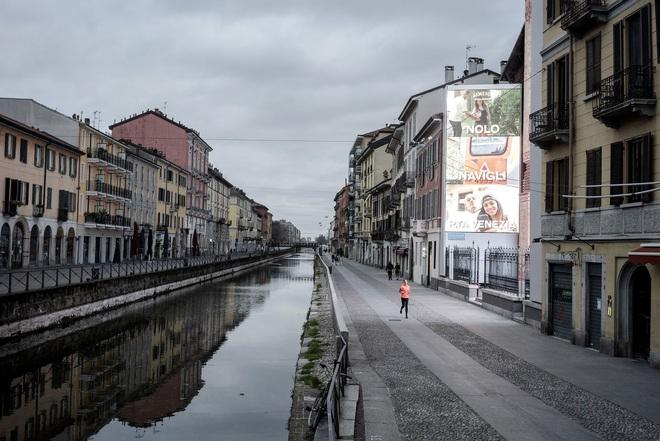 Chùm ảnh cảnh tượng vắng lặng đêm ngày vì Covid-19 trên khắp thế giới, những thành phố không ngủ nay phải ngủ rồi, đứng yên chờ ngày bừng sáng - Ảnh 19.