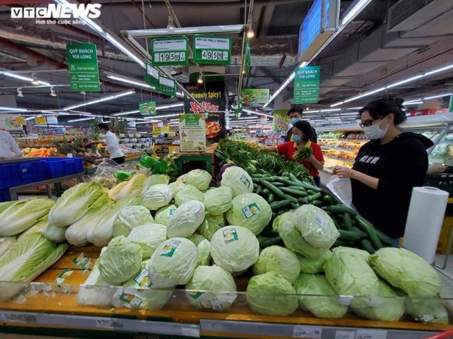 Hà Nội: Chợ vắng, tiểu thương đồng loạt giảm giá đẩy hàng - Ảnh 3.