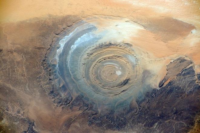 Đẹp độc lạ: Chiêm ngưỡng con mắt của Sahara- điều bí ẩn khiến các nhà khoa học mất ăn mất ngủ - Ảnh 3.