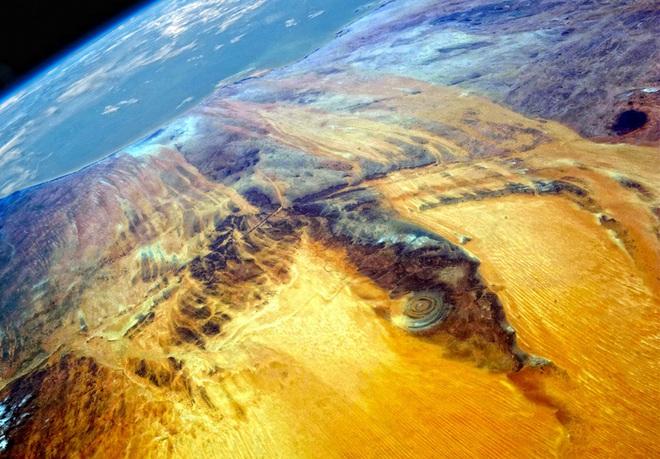 Đẹp độc lạ: Chiêm ngưỡng con mắt của Sahara- điều bí ẩn khiến các nhà khoa học mất ăn mất ngủ - Ảnh 4.