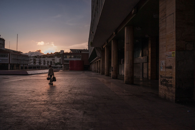Chùm ảnh cảnh tượng vắng lặng đêm ngày vì Covid-19 trên khắp thế giới, những thành phố không ngủ nay phải ngủ rồi, đứng yên chờ ngày bừng sáng - Ảnh 6.