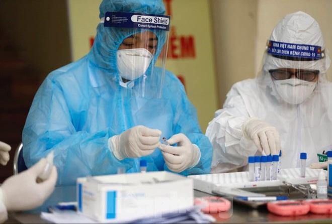 Tròn 4 ngày Việt Nam không ghi nhận ca mắc mới; TIN VUI Ở TP.HCM: Bệnh nhân phi công người Anh có cải thiện, hôm nay sẽ có thêm 2 bệnh nhân khỏi bệnh - Ảnh 1.