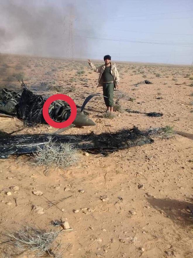 Xe tăng T-14 Armata tối tân bất ngờ tham chiến ở Syria - Su-35 Nga đánh chặn máy bay P-8, phi công Mỹ lạnh gáy với 10 tên lửa - Ảnh 1.